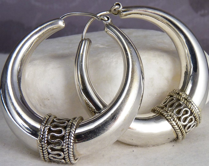 HOLLOW HOOPS (L) with Granulation Band YES1019