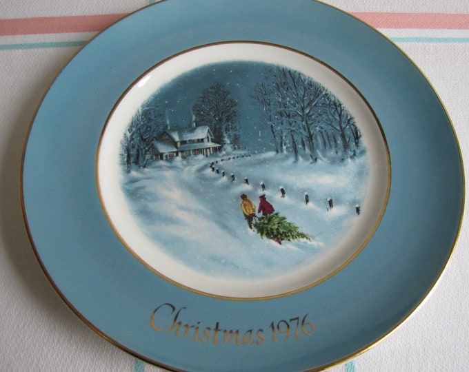 Avon Christmas Plate 1976 Vintage Holiday Decorations and Collectibles