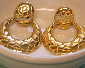 Animal Print Gold Toned Earrings Clip Ons Vintage Jewelry and Accessories