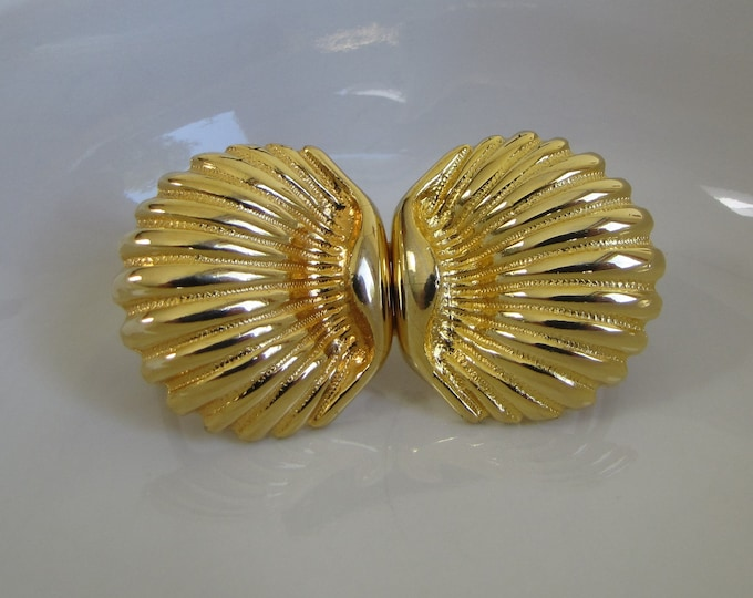 Dotty Smith Gold Toned Shell Buckle Vintage Jewelry and Accessories