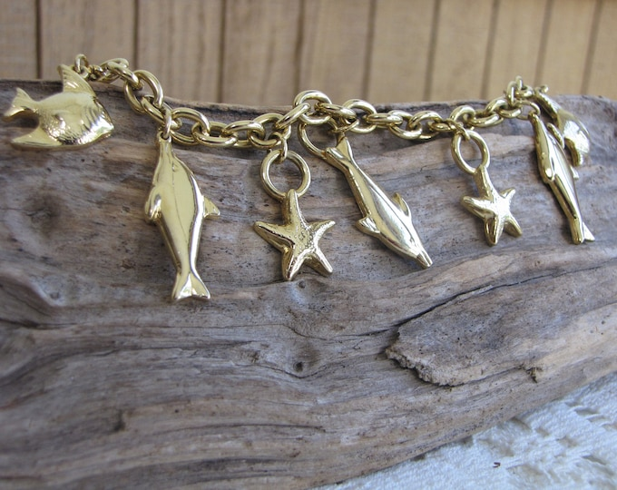 Gold Toned Beach Charm Bracelet Vintage Jewelry and Accessories