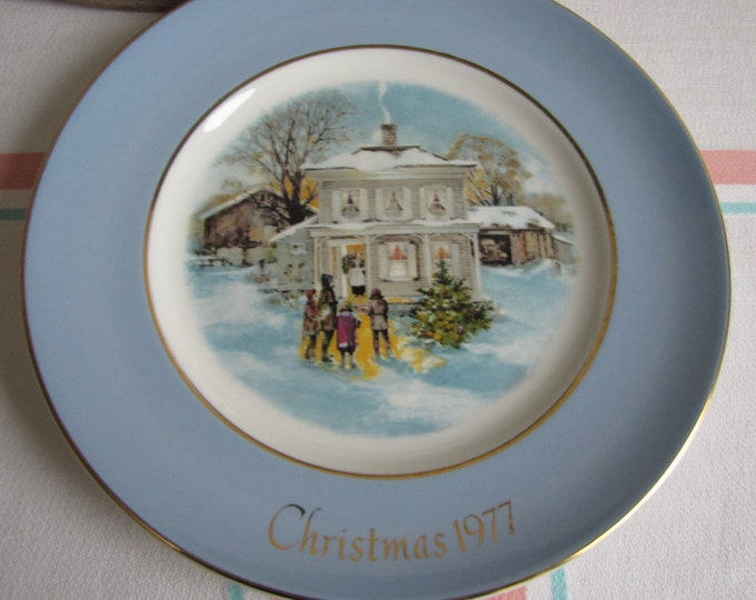 Avon Christmas Plate 1977 Vintage Holiday Decorations and Collectibles