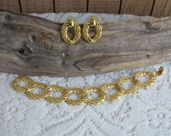 Gold Toned Concentric Circles Bracelet and Earrings Vintage Jewelry and Accessories