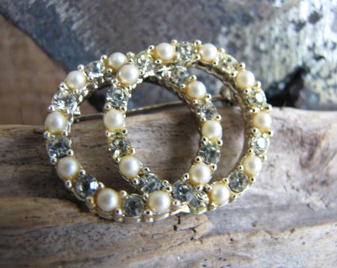 Dual Circles Pearl and Rhinestone Brooch Circular Lapel Pin Circa 1940s Vintage Jewelry and Accessories
