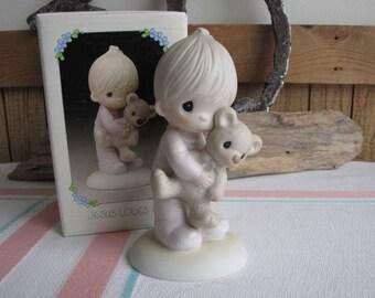Precious Moments Jesus Loves Me Figurine 1996 Heart Symbol