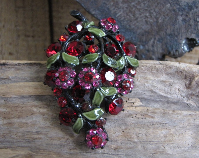 Hollycraft Grapes Brooch Vintage and Jappaned Jewelry and Accessories