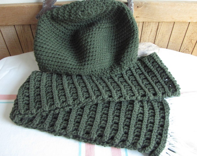 Crocheted forest green winter scarf set checkerboard stitch 100% acrylic yarn
