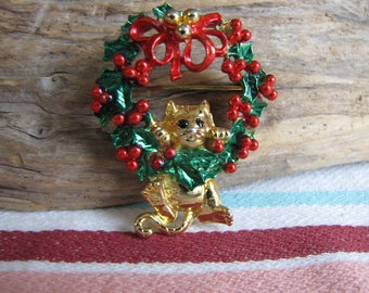 AJC Christmas Brooch Cat and Wreath Vintage Holiday Jewelry and Accessories