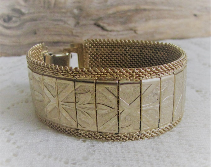 Fleur Di Lis Bracelet Gold Toned Banded Vintage Jewelry and Accessories