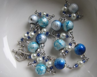 Multi-shades of blue beaded necklace Vintage Costume Jewelry