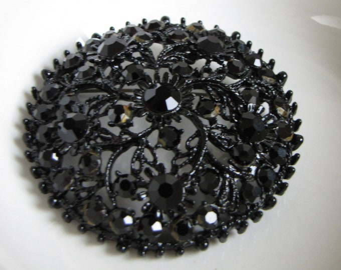 Faceted Black Brooch Japanned Vintage Jewelry and Accessories