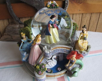 Vintage Disney Snow Globe Disney's Princesses Vintage Music Boxes