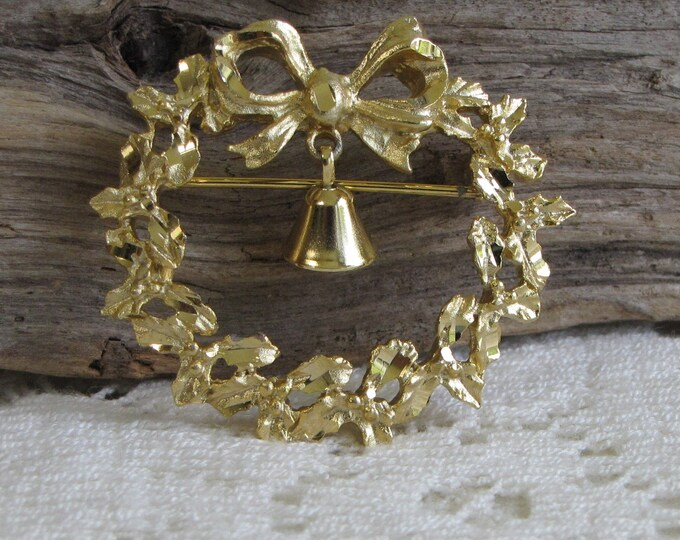 Gold Toned Wreath with Bell Brooch Vintage Christmas Jewelry and Accessories