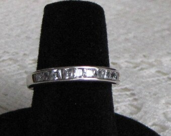 Sterling silver ring with 7 cubic zirconia stones Vintage Jewelry and Accessories