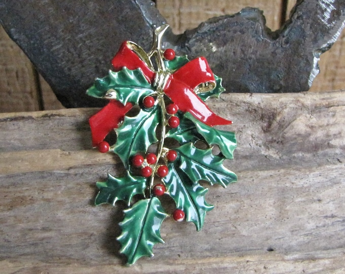 Gerry's Holly Leaf Brooch Vintage Holiday Jewelry and Accessories