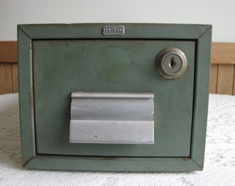 Hon Metal Card File Vintage Office Equipment and Industrial Salvage 3 x 5 Index Card Holder