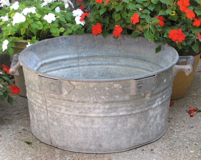 Galvanized Wash Tub Metal Water Bin Industrial Salvage Rustic Vintage and Rustic Farmhouse Tools