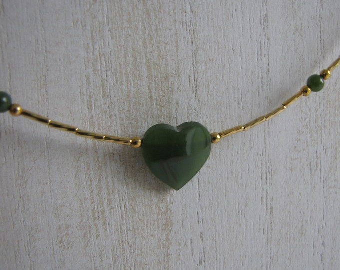 Gold toned and jade heart necklace Vintage Costume Jewelry