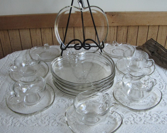 Orchard by Hazel Atlas Apple Vintage Dinnerware and Replacements 18 Piece Set