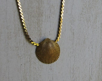 Trifari Gold Toned Shell Choker Vintage Beach and Nautical Jewelry and Accessories 1955-1969