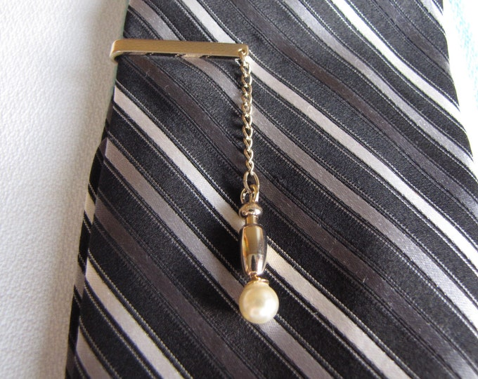 Hickok tie bar with dropped pearl Vintage Men's Jewelry and Accessories