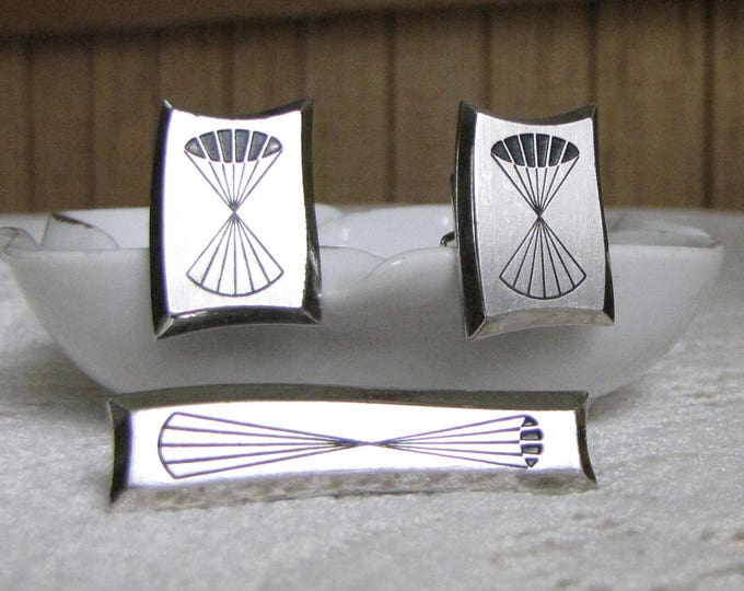 Geometric Cuff Links and Tie Bar Silver-Toned Hickok Mid Century Modern Vintage Men's Jewelry and Accessories