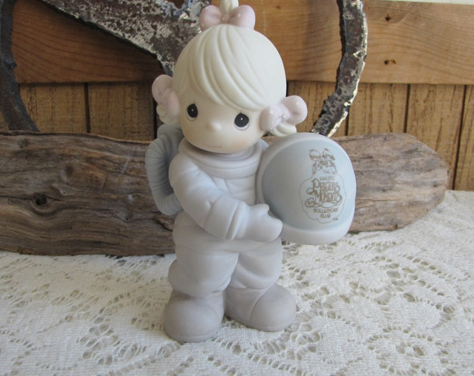 Precious Moments the Club That's Out of This World Figurine Retired Limited Edition Club Members Only