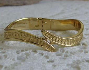 Monet Gold Toned Bracelet Scalloped Shell Design Vintage Jewelry and Accessories