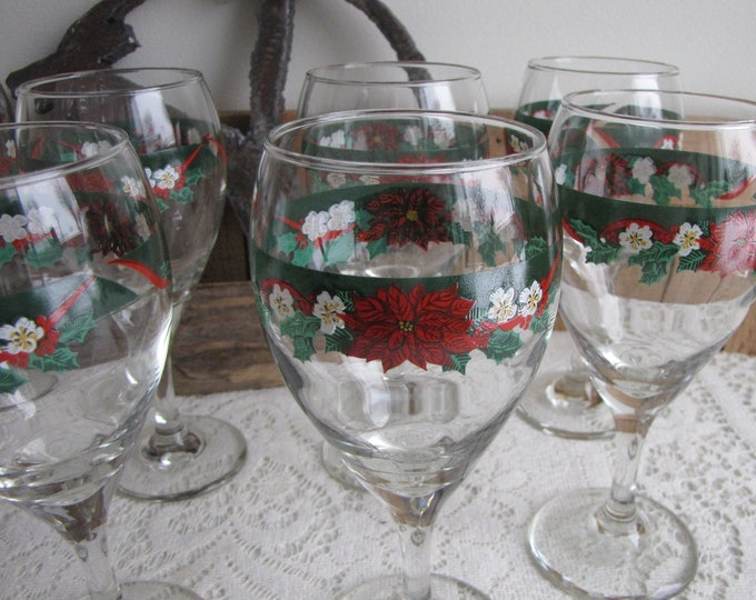 Deck the Halls Tienshan Water Goblets Vintage Drink and Barware Set of Eight (8) Wine Glasses Christmas Poinsettias