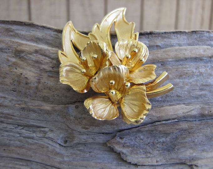 Floral Brooch Vintage Jewelry and Accessories Gold Toned Lapel Pin