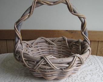 Vintage Gathering Basket Farmhouse Harvest Natural Materials Round Garden Trug Decorative Outdoors Floors Vegetable Storage Carrier