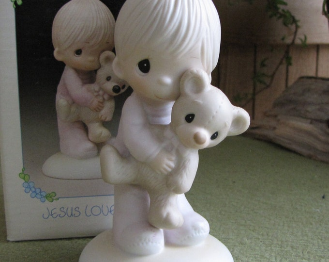 "Precious Moments Jesus Loves Me Figurine ""Original 21"" 1996 Boy and Teddy Heart Symbol"