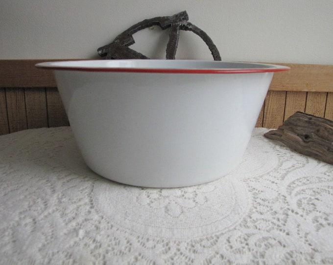 Large Enamel Ware Bowl or Dish Pan Vintage Kitchens and Camping