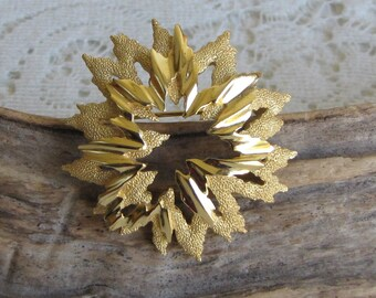 Trifari Crown Brooch Gold Toned Wreathed Brooch Vintage Jewelry and Accessories