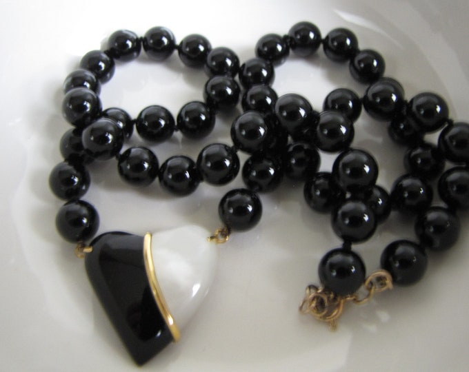 Black glass beads necklace with heart pendant Vintage Costume Jewelry