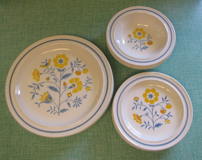 Homer Laughlin Vintage Dinnerware and Replacements Eleven (11) Piece Set