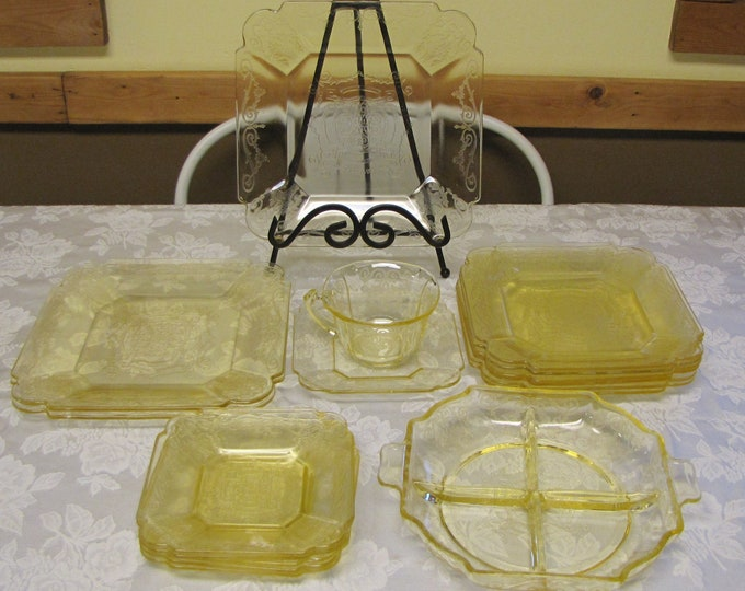 Lorain Yellow Depression Glass Dinnerware Set 1929-1932 Vintage Dinnerware and Replacements 17 Pieces Indiana Glass Co.