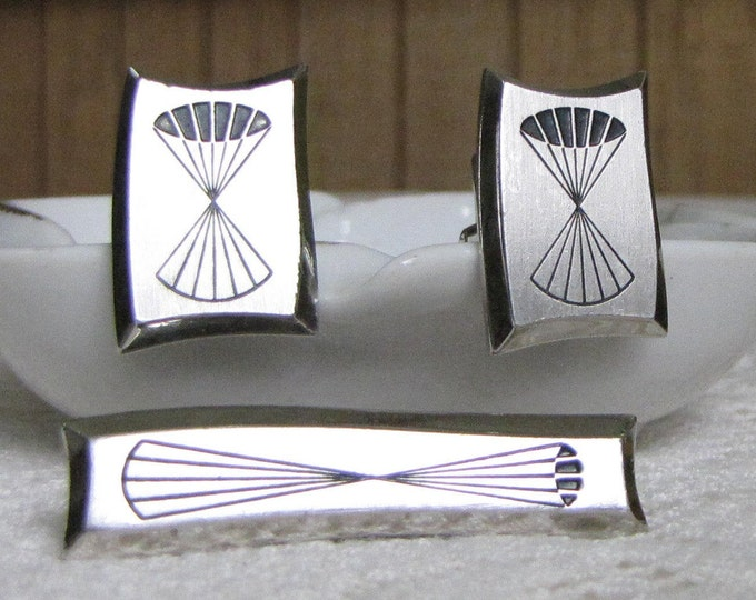Hickok Geometric Cuff Links and Tie Bar Silver-Toned Vintage Men's Jewelry and Accessories