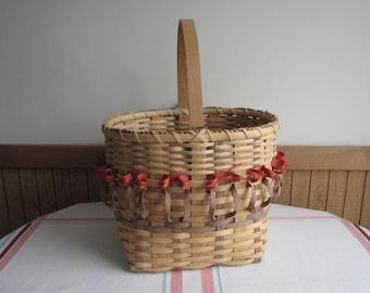 Vintage Hand Woven Tulip Basket Flower or Vegetable Trug Susan E. Beckman Artist Iowa