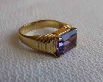 Gold toned Ring with Purple Glass Stone Vintage Jewelry and Accessories