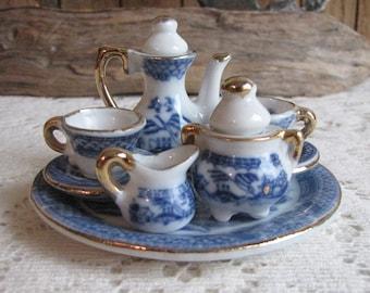Blue Willow Miniature Tea Set Vintage Miniatures and Children's Coffee Set Blue Willow Ware