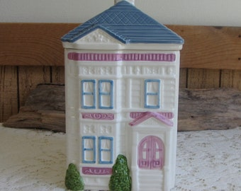 Ceramic House Canister Hearth & Home Designs Vintage Kitchen Storage and Home Decor