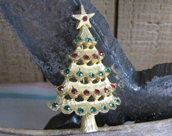 MyLu Christmas tree brooch gold toned vintage holiday jewelry