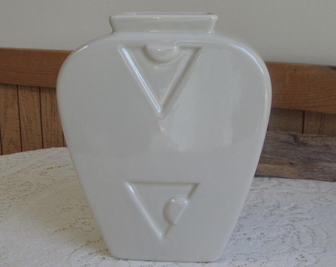 Haeger Pottery Art Deco Vase Cream-Colored Ceramic Vintage Florist Ware and Pottery