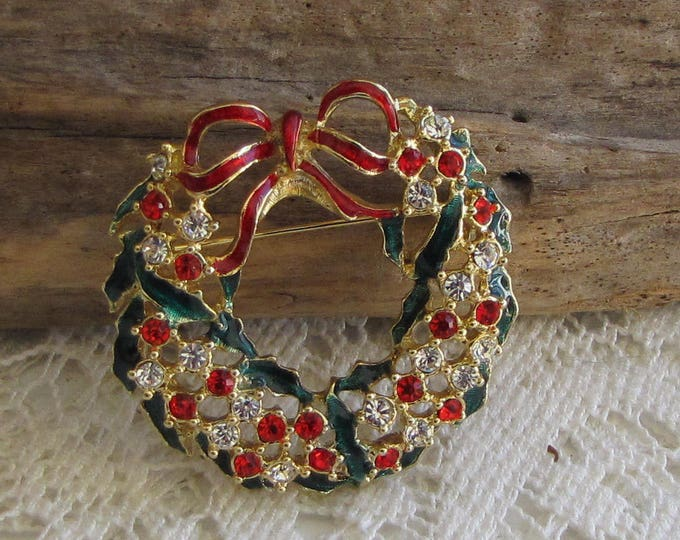 Christmas Wreath Brooch Gold Toned and Enamel Ribbons Vintage Holiday Jewelry and Accessories