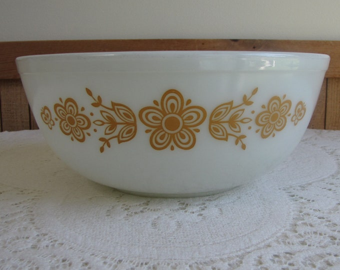 Pyrex Butterfly Gold Mixing Bowl Corelle Vintage Kitchens and Cookware Baking Tools