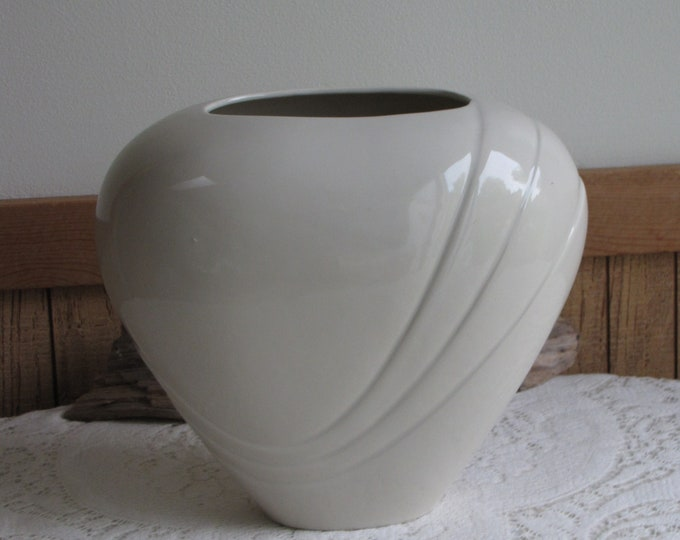 Haeger Pottery Art Deco Vase Cream-Glazed Vintage Pottery and Home Decor Imperfections