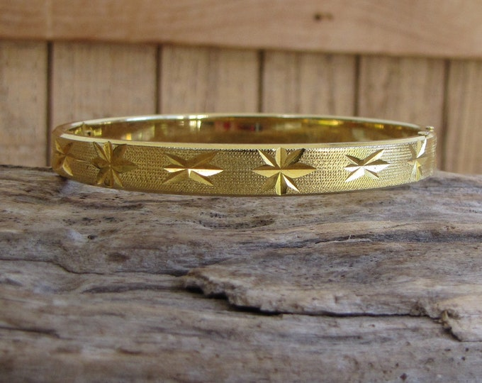 Gold Toned Star Etched Bracelet Vintage Jewelry and Accessories