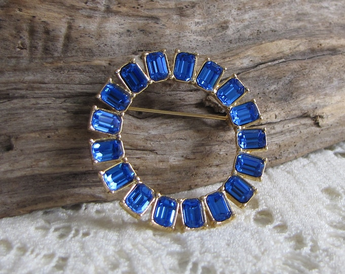 Monet Blue Circle Brooch Gold Toned Cobalt Blue  Rhinestones (Baguette) Vintage Jewelry and Accessories