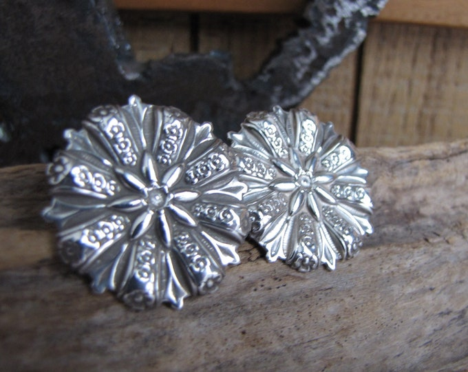 Silver Toned Disk Earrings Vintage Jewelry and Accessories